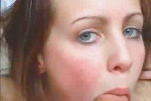 چشم آبی, رابطه جنسی با مامان
